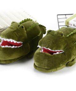 chausson crocodile qui ouvre la bouche de face