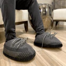 chausson yeezy reflective black